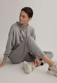 OYSHO - Pantalon de survêtement - light grey - 4