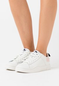 Diesel - CLEVER S-CLEVER LOW LACE W - Trainers - white - 0