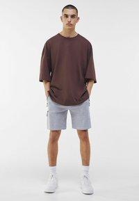 Bershka - Shorts - light grey - 1