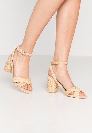 BRAIDED BLOCK HEEL  - High heeled sandals - natural