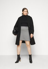 Simply Be - HOUNDSTOOTH MINI SKIRT - Mini skirt - black/white - 1