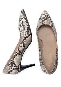 Eva Lopez - SALÓN PIEL SERPIENTE - Classic heels - serpiente - 2