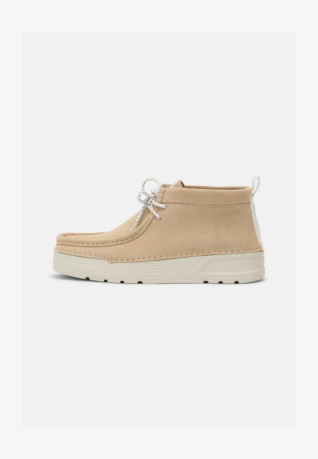 ORIGINWALLABEE - Chaussures à lacets - taupe