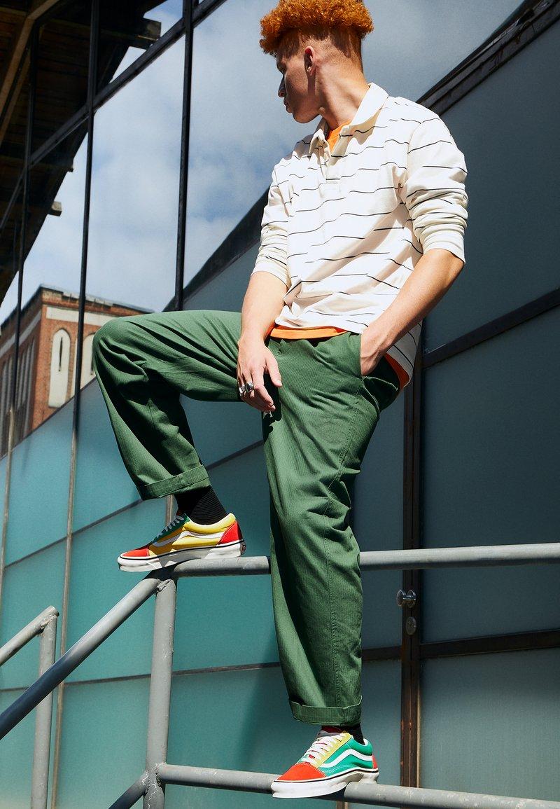 Vans - ANAHEIM OLD SKOOL 36 DX UNISEX - Skate shoes - green/yellow/red