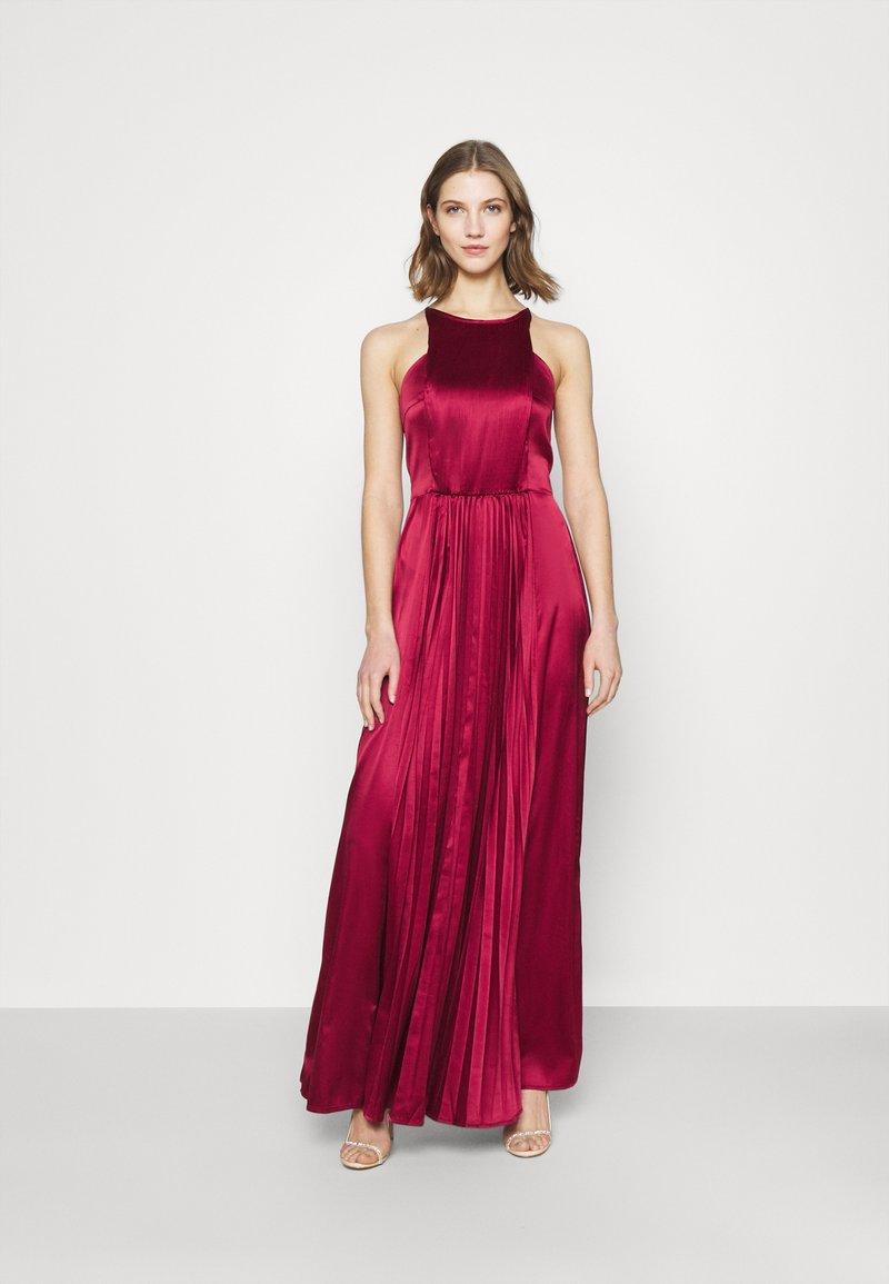 Chi Chi London - KELLI DRESS - Suknia balowa - burgundy