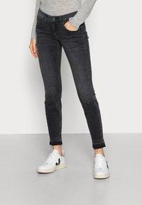 Herrlicher - TOUCH CROPPED BLACK  - Jeans slim fit - inox - 0