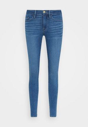 LE SKINNY DE JEANNE CROP - Jeans Skinny Fit - decades blue