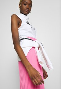 Nike Sportswear - AIR TANK MOCK - Topper - white/black - 4