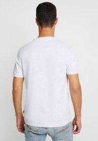 Burton Menswear London - BASIC CREW 3 PACK MULTIPACK - T-shirt - bas - khaki/frost/navy - 3