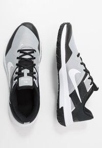 Nike Performance - VARSITY COMPETE TR 3 - Sports shoes - light smoke grey/white/black - 1