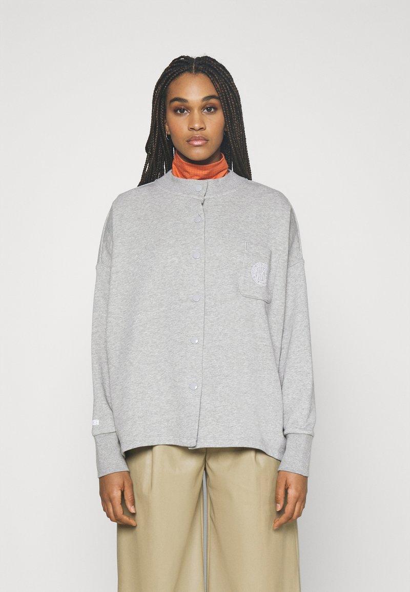 Nike Sportswear - FEMME - Zip-up hoodie - grey heather/matte silver/white