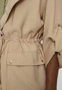 PULL&BEAR - Krátký kabát - beige - 5