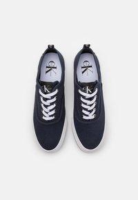 Calvin Klein Jeans - SKATE OXFORD - Matalavartiset tennarit - night sky - 3