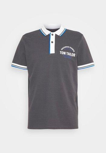 DECORATED - Polo shirt - tarmac grey