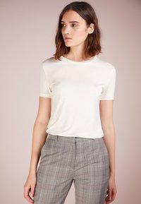 Bruuns Bazaar - KATKA - T-shirt - bas - snow white - 0