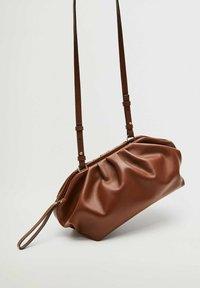 Violeta by Mango - PUFFY-I - Clutch - chocolate - 1