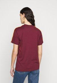Fila Tall - TANDY TEE - T-shirt print - tawny port/orange popsicle - 2