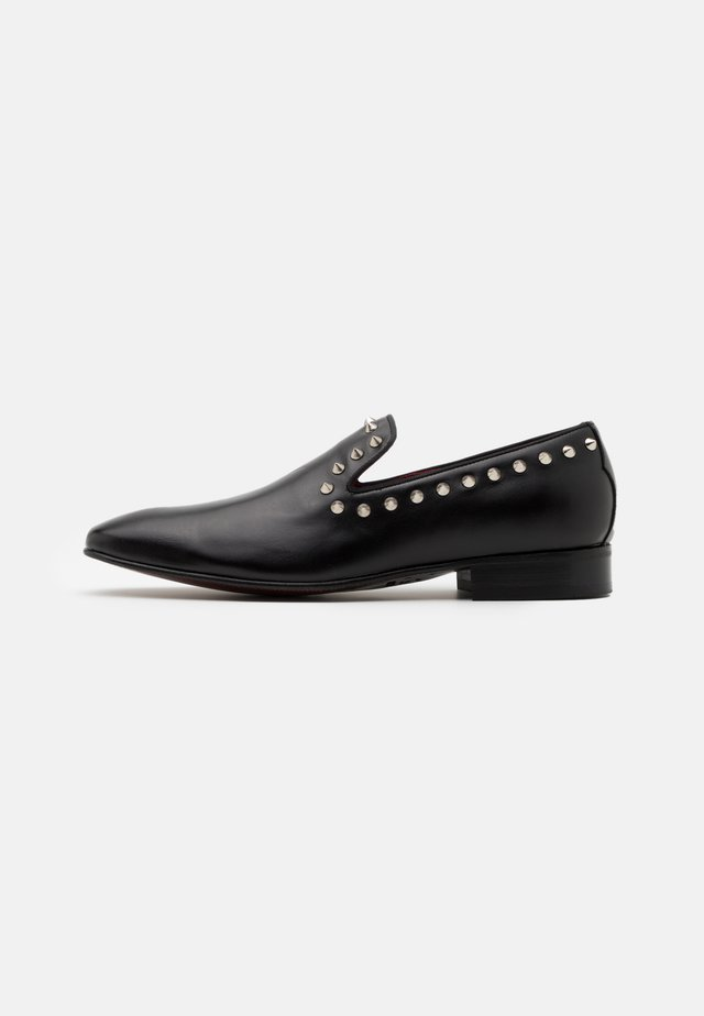 JUNG STUD LOAFER - Slippers - black