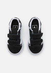 Vans - OLD SKOOL - Trainers - black/true white - 3