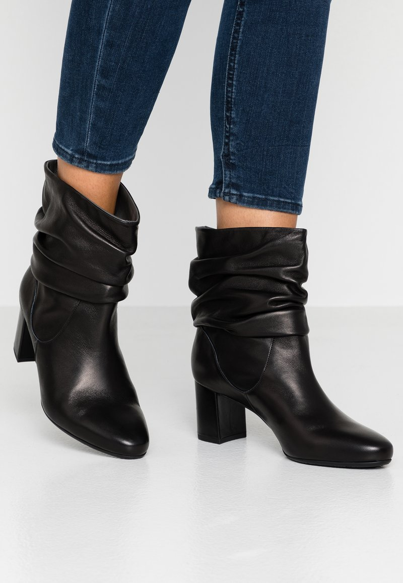 Peter Kaiser Wide Fit - WIDE FIT BAJO - Classic ankle boots - schwarz celia