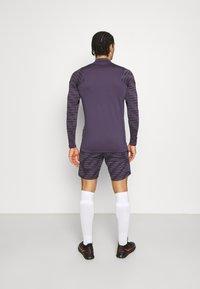 Nike Performance - STRIKE - Urheilushortsit - black/dark raisin/siren red - 2