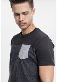 Urban Classics - Print T-shirt - grey/black - 3