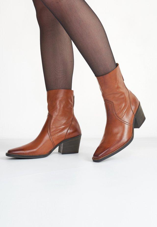 Korte laarzen - cognac-braun 007
