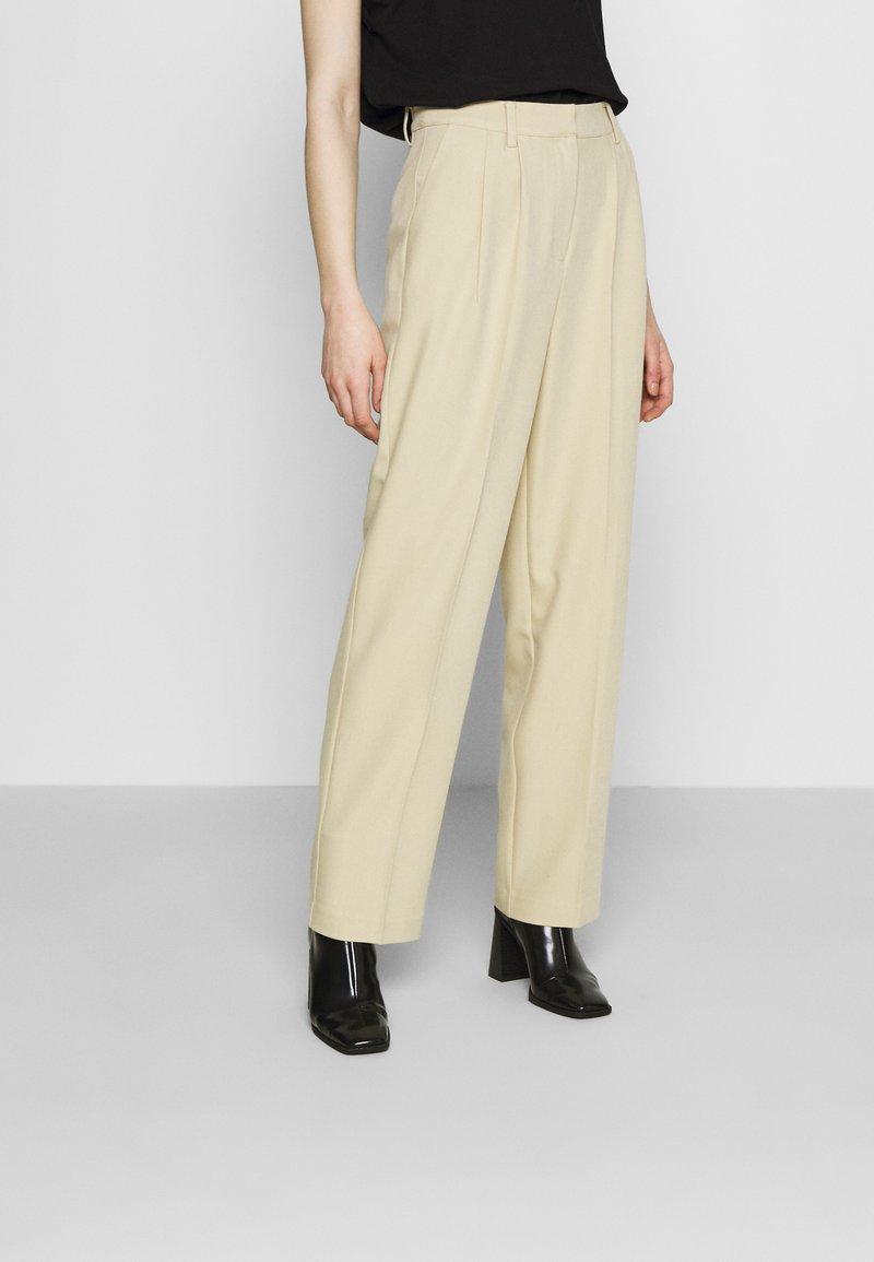 NA-KD - MATHILDE GØHLER SUIT PANTS - Trousers - beige