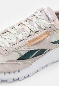 Reebok Classic - LEGACY UNISEX - Sneakers laag - sansto/forgrn/hargrn - 5