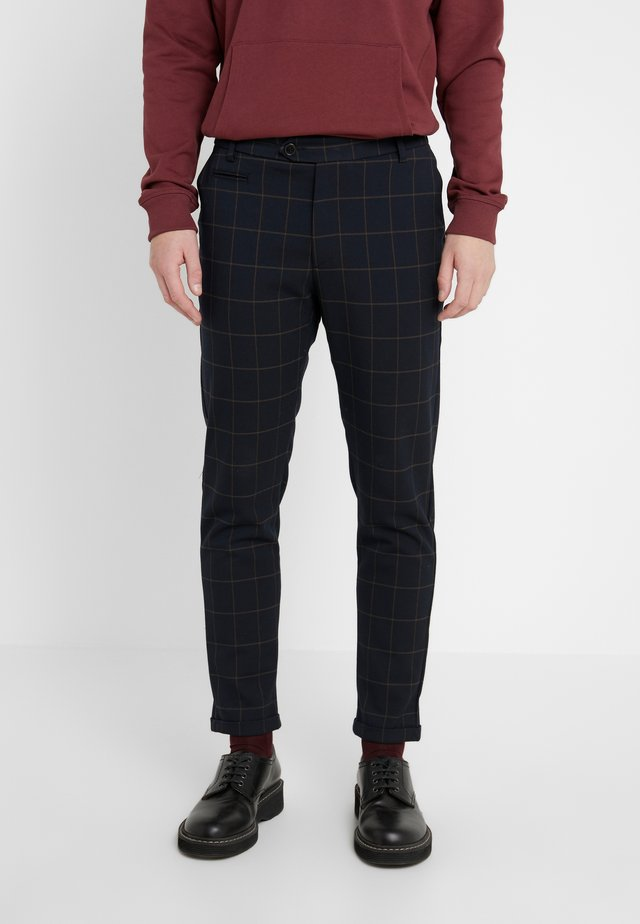 COMO CHECK SUIT PANTS - Pantalones - dark navy/light brown