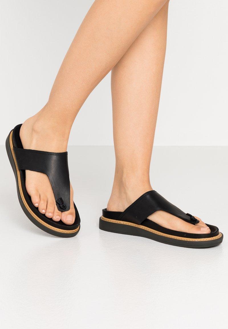 Clarks - TRACE SHORE - Sandalias de dedo - black