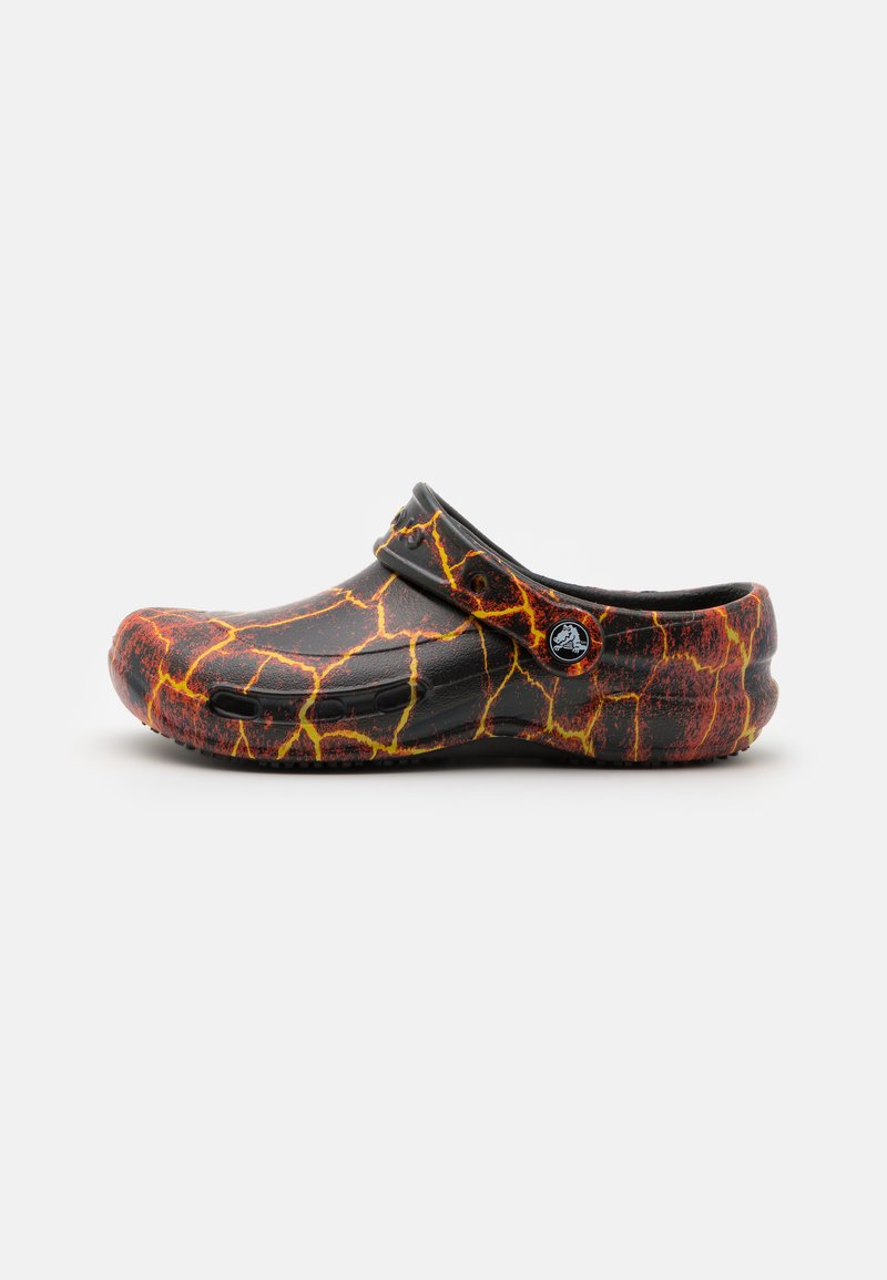 Crocs - BISTRO GRAPHIC UNISEX - Klapki - black/flame