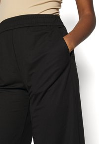 ONLY - ONLNAIRI CECILY WIDE PANT - Broek - black - 4