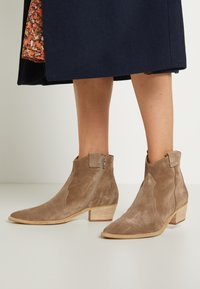 Kennel + Schmenger - EVE - Cowboy/biker ankle boot - tundra - 3