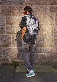 HUF - CRAZY WOVEN  - Shirt - black - 1