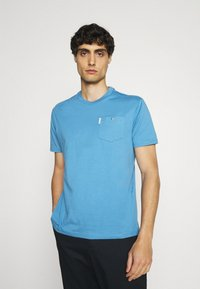 Ben Sherman - SIGNATURE POCKET TEE - Basic T-shirt - riviera blue - 0