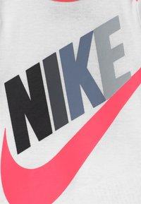 Nike Sportswear - FUTURA MULTI SET - Triko spotiskem - racer pink - 2