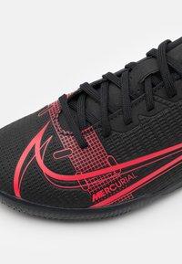 Nike Performance - MERCURIAL JR VAPOR 14 CLUB IC UNISEX - Indoor football boots - black/cyber - 5