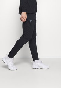 Under Armour - PROJECT ROCK PANTS - Spodnie treningowe - black - 3