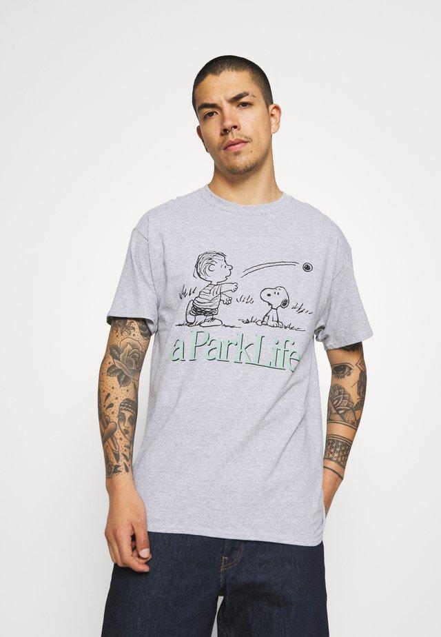 CHARLIE GRAPHIC TEE - T-shirt print - grey