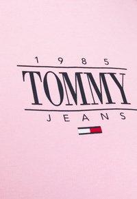 Tommy Jeans Curve - ESSENTIAL LOGO CREW - Sweatshirt - romantic pink - 5