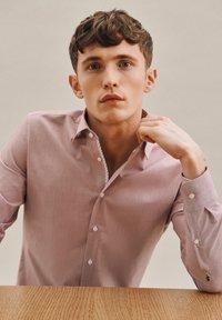 Seidensticker - BUSINESS - Formal shirt - rot - 5
