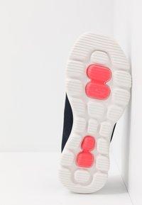 Skechers Performance - GO WALK EVOLUTION ULTRA - Sportieve wandelschoenen - navy/white - 4