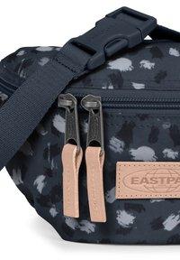 Eastpak - SPRINGER SUPERGRADE - Bum bag - dark grey - 4