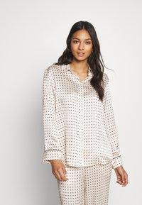 ASCENO - THE LONDON - Pyjamashirt - cream - 0