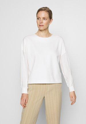 UKILA - Langærmede T-shirts - milk