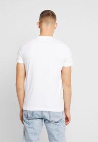 Calvin Klein Jeans - MIRRORED MONOGRAM SLIM TEE - T-shirt con stampa - bright white/black - 2