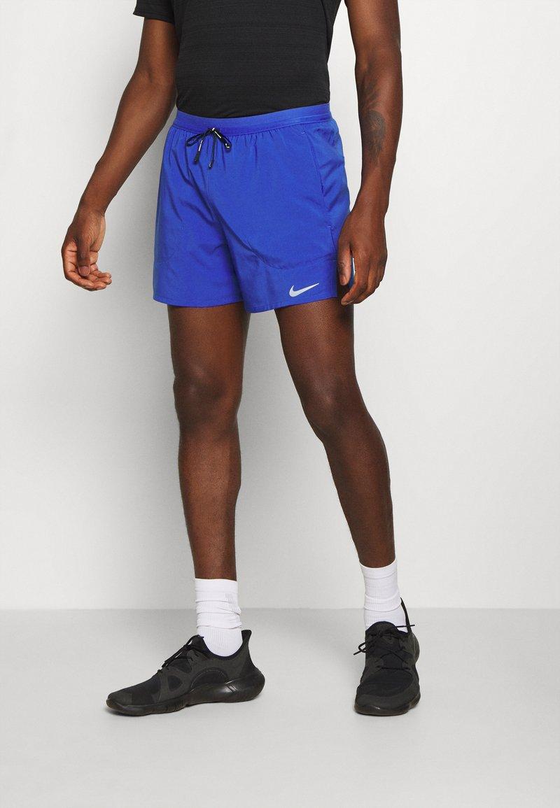 Nike Performance - STRIDE  - Sportovní kraťasy - astronomy blue/silver