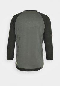 Zimtstern - PURE FLOWZ SHIRT 3/4 MENS - Sports shirt - gun metal/priate black - 1