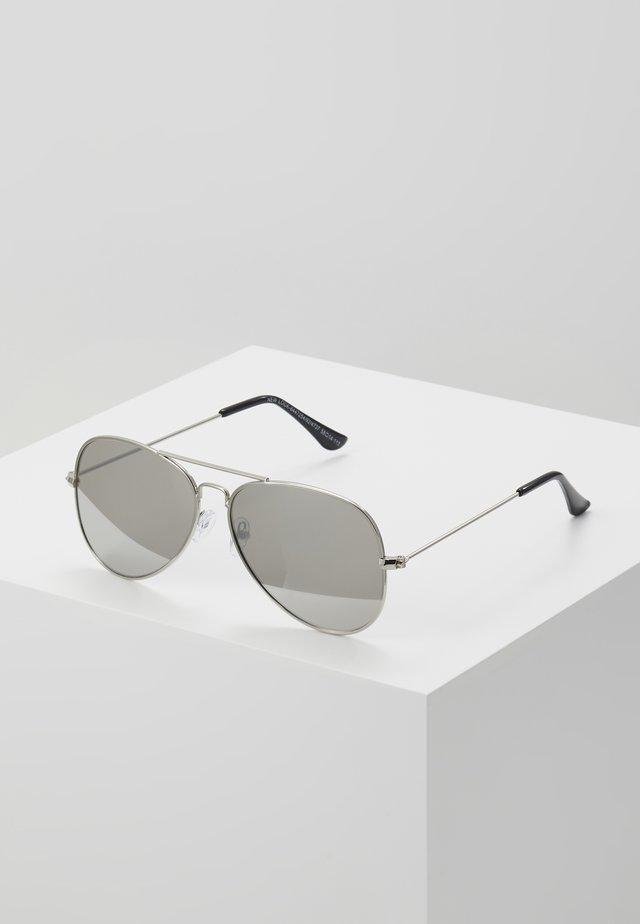 CORE AVIATOR - Lunettes de soleil - silver